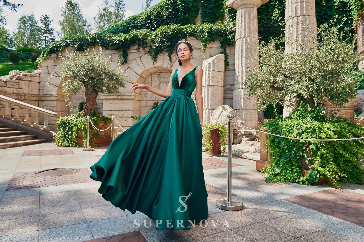 A one-color satin evening dress from the  Super Nova company.-1